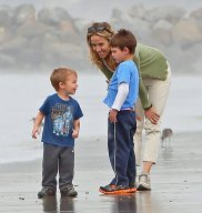 Sheryl-Crow-Beach-Her-Kids-Pictures